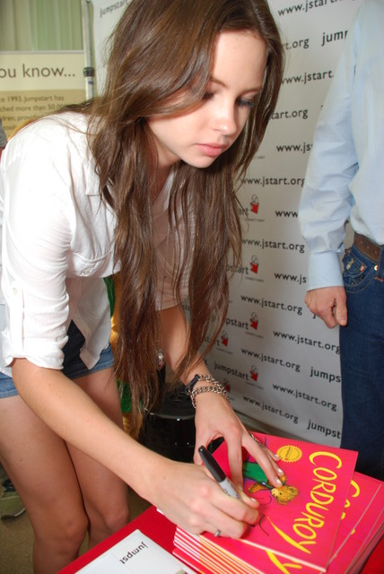 Pictures Of Love Signs. Daveigh Chase of Big Love